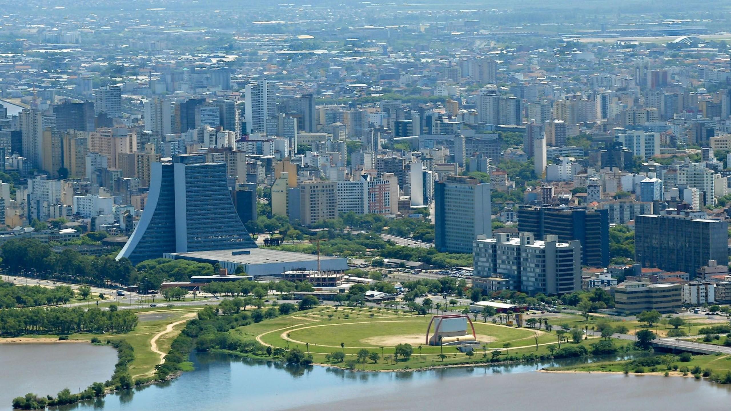 Découvrez Porto Alegre, la passerelle vers les fabuleux canyons verts du Brésil.